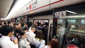 Hồng Công: Tàu điện ngầm trật bánh, ít nhất 8 người bị thương