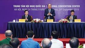 Thủ tướng Nguyễn Xuân Phúc phát biểu tại hội nghị về các giải pháp thúc đẩy phát triển ngành cơ khí Việt Nam. Ảnh: VIẾT CHUNG