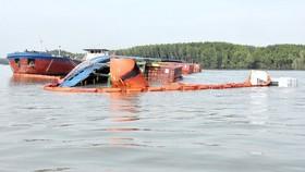 Tìm kiếm 2 người mất tích khi trục vớt tàu chìm trên sông Lòng Tàu