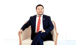 """Ông Lương Trí Thìn - Chủ tịch HĐQT Tập đoàn Đất Xanh vừa đón nhận danh hiệu """"Doanh nhân Bất động sản của năm"""" do Tạp chí Nhịp cầu Đầu tư tổ chức bình chọn"""