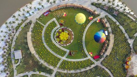"""Toàn cảnh Công viên Ánh sáng, Vinhomes Grand Park (Q9 - TPHCM) - Bối cảnh đẹp như tranh của MV """"Tết vạn lộc phúc an"""""""