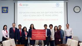 Tập đoàn Vàng bạc Đá quý DOJI và Ngân hàng TMCP Tiên Phong ủng hộ 10 tỷ đồng chống dịch Covid-19