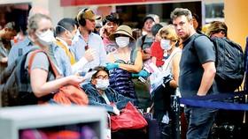 Nhiều hành khách kẹt tại sân bay vì nhiều quốc gia bất ngờ đóng cửa không phận. Ảnh: Getty Images