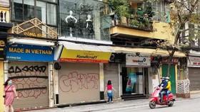 Nhiều cửa hàng kinh doanh tại trung tâm TP Hà Nội đã đóng cửa để phòng chống dịch Covid-19