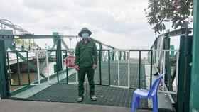 Cầu dẫn dành riêng cho xe cấp cứu chở bệnh nhân Covid-19 qua phà Bình Khánh luôn sẵn sàng