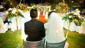 Nhiều bạn trẻ ngại kết hôn khi mọi thứ chưa thật sự sẵn sàng, nhất là tài chính. Ảnh minh họa