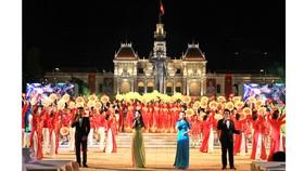 Chương trình giao lưu nghệ thuật tại khuôn viên Tượng đài Hồ Chí Minh, quận 1, TPHCM. Ảnh: DŨNG PHƯƠNG