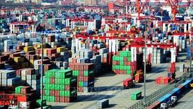 Hàng hóa được xếp tại một cảng ở Trung Quốc. Ảnh: TTXVN