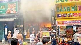 Giải cứu 7 người mắc kẹt trong căn nhà bị cháy