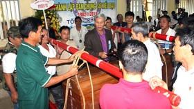 Ban Chung sự Hiếu đạo giáo xứ Chính tòa Phủ Cam hướng dẫn kỹ thuật gánh đám cho thành viên mới