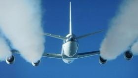 Loại nhiên liệu sinh học mới sẽ giúp giảm khí thải CO2 trong ngành hàng không. Ảnh: NASA