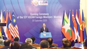 Thủ tướng Nguyễn Xuân Phúc, Chủ tịch ASEAN 2020 phát biểu tại lễ khai mạc AMM 53. Ảnh: VIẾT CHUNG