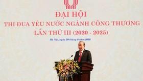 Phó Thủ tướng Trương Hòa Bình phát biểu tại Đại hội thi đua yêu nước ngành công thương. Ảnh: Đức Duy/Vietnam+