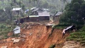 Bão số 11 suy yếu dần, nguy cơ sạt lở đất tại Quảng Nam và Quảng Ngãi