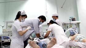 Các bác sĩ BV Nhân dân 115 điều trị tích cực nạn nhân bị tai nạn giao thông do rượu bia