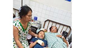 Mẹ, vợ và con anh Nhân cùng điều trị tại Bệnh viện Ung bướu TPHCM