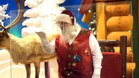 Ông già Noel cũng phải tuân thủ giãn cách xã hội
