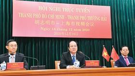 Phó Bí thư Thành ủy TPHCM Nguyễn Hồ Hải tại hội nghị trực tuyến với Phó Bí thư Thành ủy TP Thượng Hải (Trung Quốc) Vu Thiệu Lương. Ảnh: VIỆT DŨNG