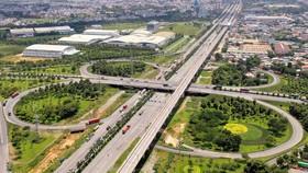 Xa lộ Hà Nội đoạn cầu vượt trạm 2. Ảnh: HOÀNG HÙNG