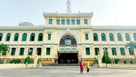 Bưu điện Thành phố (129 năm tuổi), một trong những công trình kiến trúc cổ nổi tiếng ở TPHCM chưa được công nhận di tích. Ảnh: DŨNG PHƯƠNG