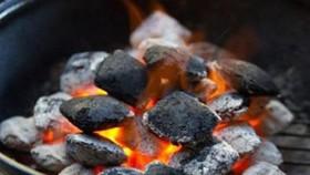 Người dân tuyệt đối không dùng bếp than, đốt củi... sưởi ấm trong nhà hay trong phòng kín. Ảnh minh họa