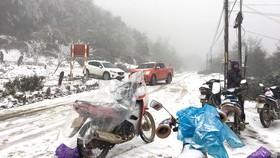 Các tỉnh miền núi phía Bắc có tuyết rơi khiến đời sống người dân bị đảo lộn. Ảnh: VĂN PHÚC