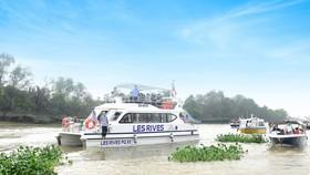 Độc đáo tour trải nghiệm biệt thự mẫu đô thị đảo Phượng Hoàng - Aqua City bằng đường sông