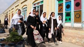 Trẻ em gái Afghnistan vừa giành lại quyền được hát