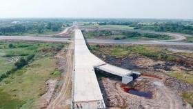 Cận cảnh cao tốc Trung Lương - Mỹ Thuận chưa thi công xong tại tỉnh Tiền Giang. Ảnh: CAO THĂNG