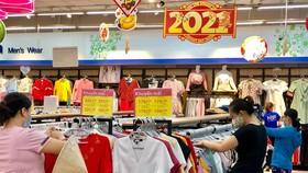 Hàng dệt may của doanh nghiệp trong nước sản xuất được phân phối rộng rãi tại hệ thống siêu thị hiện đại