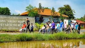 Tuyên dương 51 gương khuyết tật, trẻ mồ côi và người bảo trợ tiêu biểu