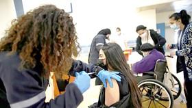 Israel thành công với chiến dịch tiêm vaccine Covid-19 nhanh nhất thế giới. Ảnh: Reuters