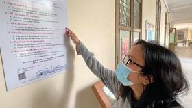 Người dân tìm hiểu thủ tục hành chính công tại Sở TT-TT TPHCM