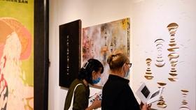 Một buổi triển lãm tại Sàn Art