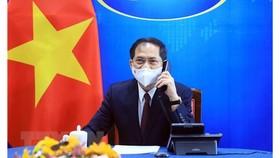 Bộ trưởng Ngoại giao Bùi Thanh Sơn điện đàm với Bộ trưởng Ngoại giao Hoa Kỳ Antony Blinken. Ảnh: TTXVN