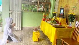 Chị Phạm Thị Xuân Thơ không thể về chịu tang mẹ, phải lập bàn thờ chịu tang tại nhà riêng ở TP Hà Tĩnh