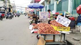 Kiểu bán hàng để giá 1/2kg dễ gặp trên các tuyến đường ở thành phố