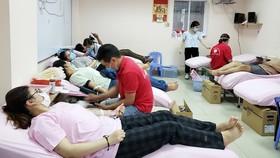 Nhiều người dân hiến máu tại Trung tâm Hiến máu Nhân đạo TPHCM