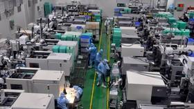 Sản xuất thiết bị y tế xuất khẩu trên dây chuyền sản xuất hiện đại tại KCX Tân Thuận, TPHCM. Ảnh: CAO THĂNG
