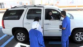 """Xét nghiệm """"Drive-thru"""" tại Kuwait"""
