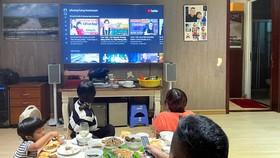 Những buổi livestream trên mạng xã hội thời gian gần đây thu hút đông đảo người xem. Ảnh: HOÀNG HÙNG