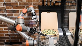 Robot phục vụ pizza