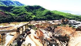 Thi công dự án hồ chứa nước Đồng Mít (An Lão, Bình Định). Ảnh: NGỌC OAI