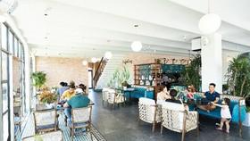 Saigon Casa Café thu hút khách nhộn nhịp tại dãy phố thương mại The Tropicana