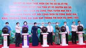 Lãnh đạo tỉnh Bình Phước nhấn nút khai trương tổng đài giải đáp thông tin dịch vụ công 1022 dịp sơ kết 5 năm thực hiện Chỉ thị 05