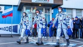 """Nhóm làm phim Nga """"cập bến"""" ISS"""