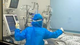 Điều trị bệnh nhi mắc Covid-19 tại Bệnh viện Nhi đồng Thành phố, huyện  Bình Chánh, TPHCM. Ảnh: HOÀNG HÙNG