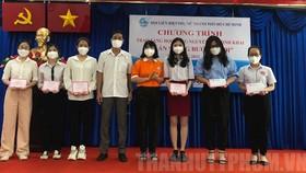 Trao học bổng Nguyễn Thị Minh Khai hỗ trợ học sinh, sinh viên