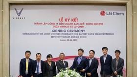 Lễ ký kết thành lập liên doanh đóng gói và sản xuất pin theo tiêu chuẩn quốc tế giữa VinFast và LG Chem