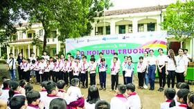 """Trao tặng 2.200 """"Áo mới tựu trường 2019"""" tại Bù Gia Mập, tỉnh Bình Phước"""